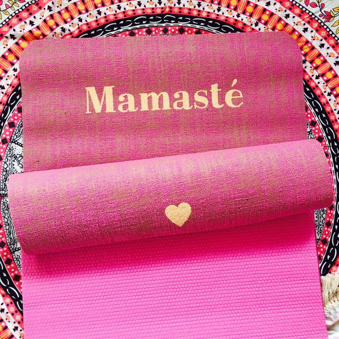 Pinke Yogamatte auf dem Yoga Mama Blog MOMazing. Instagram Challenge #beckenbodenglück.