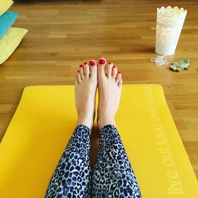 Namasté! Yoga-Lehrerin Nicole im Yogaia-Studio MOMazing Yoga Mama Mami Blog Yogamama