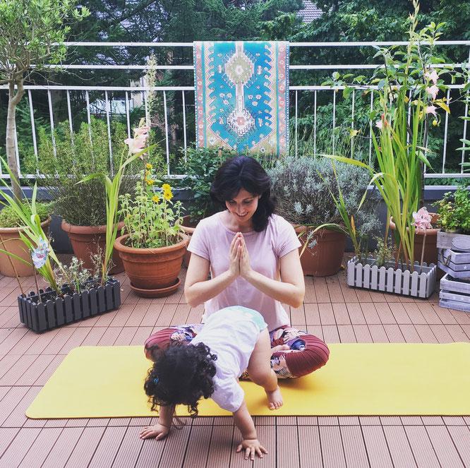 Little Om Mama-Baby-Yogaspray Aromatherapie MOMazing Yoga Mama Mami Blog Yogamama