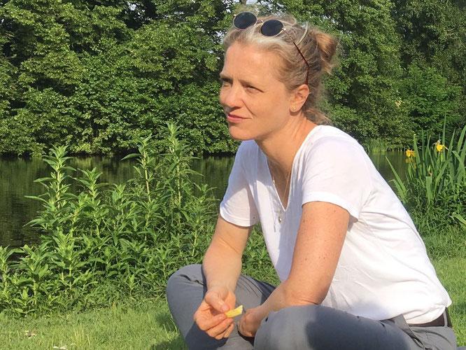 Benita Grosser von Y8 Artyoga im Interview mit dem Mama Yoga Blog MOMazing: #brigdestohumanity zum G20 Gipfel in Hamburg.