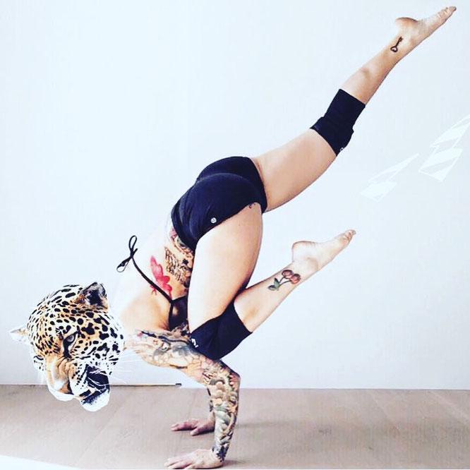 Jelena Lieberberg spricht im Interview mit dem Mama Yoga Blog MOMazing über Yoga und das Mamasein.
