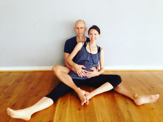 Große Yoga-Liebe: Eric Bennewitz und Eva Sasse werden bald Eltern! MOMazing Mama Mami Yoga Blog