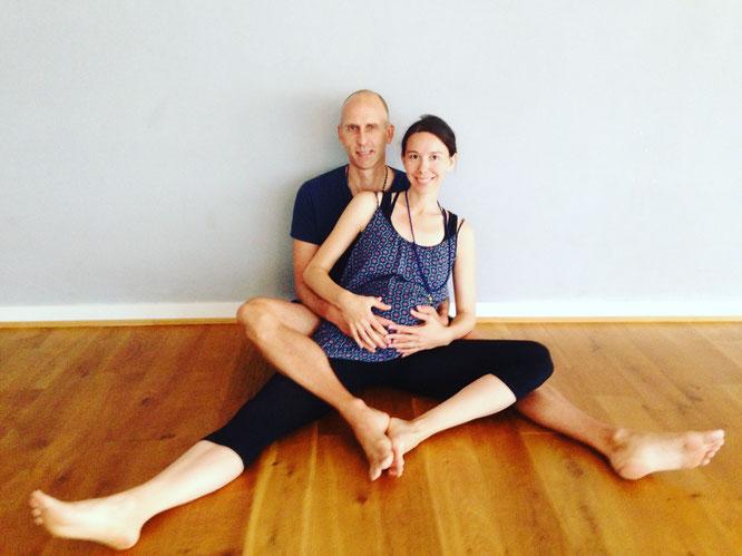 Große Yoga-Liebe: Eric Bennewitz und Eva Sasse werden bald Eltern! Im Interview mit dem Yoga Mama Blog MOMazing.