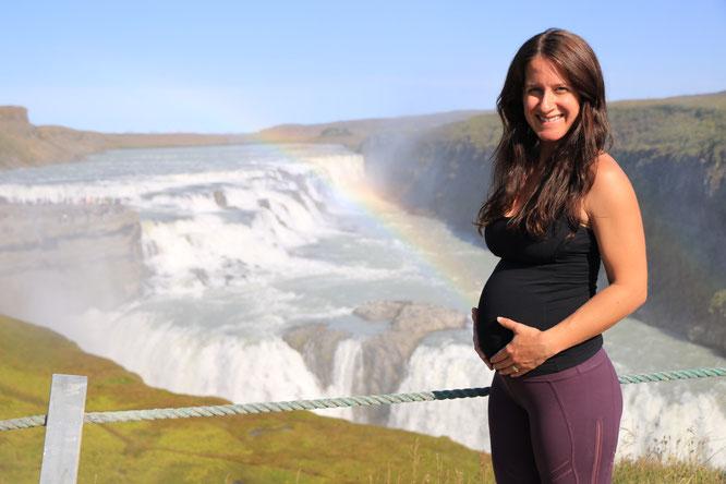MacKenzie Miller  im Interview mit dem Mama Yoga Blog MOMazing: Über Yoga in der Schwangerschaft, Geburtsvorbereitung und Babys auf Instagram.