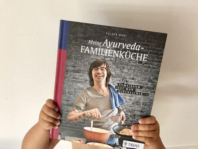 """""""Meine Ayurveda Familienküche"""": Das Kochbuch von Volker Mehl im Yoga-Mama-Test auf MOMazing – Das Mama Yoga Love Mag"""