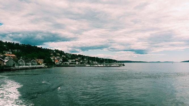 Fähre auf dem Oslo Fjord: Yoga Mama MOMazing City Guide Oslo - Mareike gibt Tipps für Städtetrips und Reisen mit Kind und Baby.