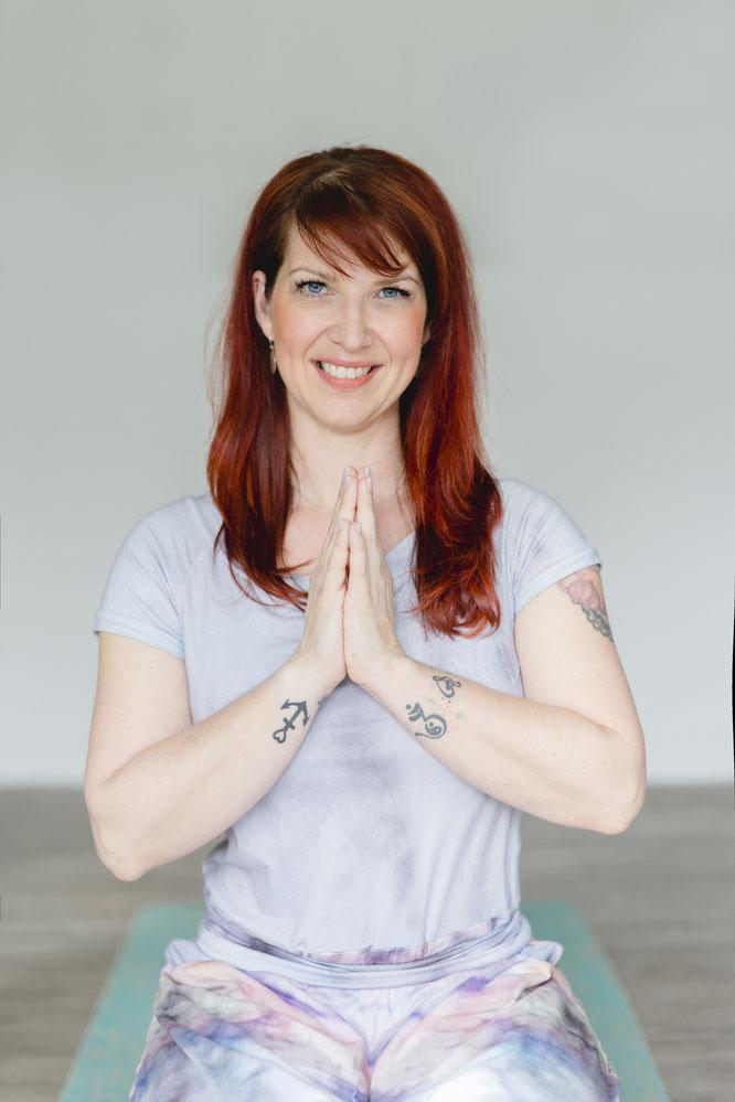 Sandra Walkenhorst schreibt auf dem Mama Yoga Blog MOMazing über Thai Yoga für Kinder.