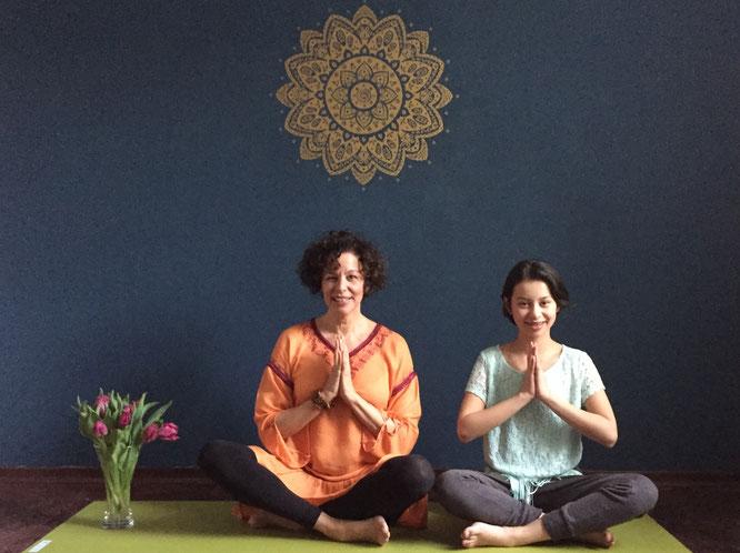 Yoga-Mama Judith Reinartz über Yoga in Krisenzeiten auf dem Mama Yoga Blog MOMazing.