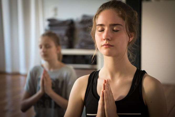 Teenager Teenie Mädchen Yoga Potsdam MOMazing Mama Mami Yoga Blog