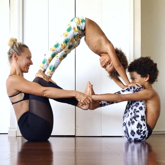 Yoga-Mama Josephine Jacob übes Mamasein, ihre deutschen Wurzeln und Yoga mit Kindern