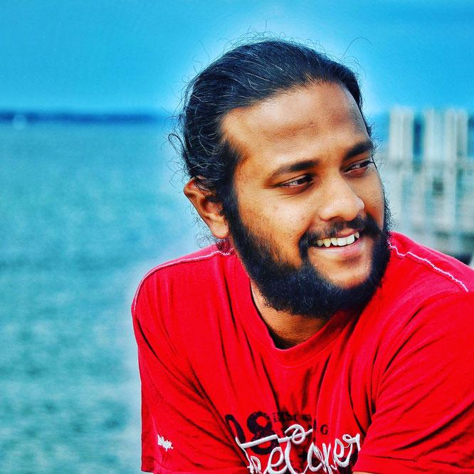 Yogalehrer und Papa Arun Thankaraj im Interview mit dem Mama Yoga Blog MOMazing.