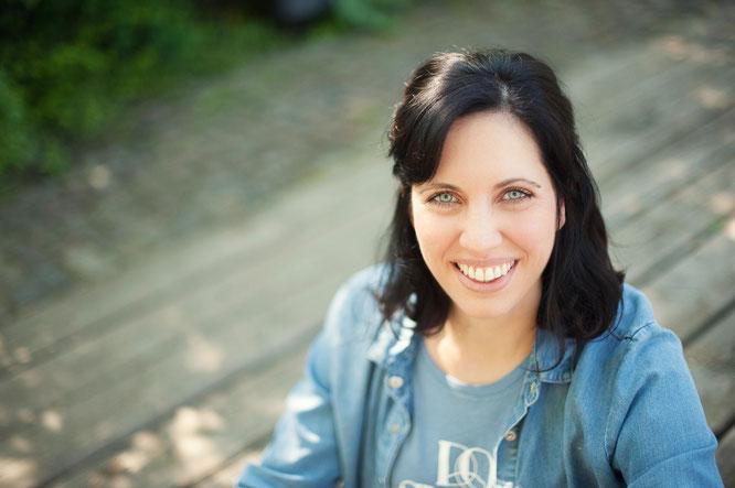 Mama, Bloggerin und Yoga-Lehrerin Kathrin Mechkat von MOMazing – Das Mama Yoga Love Mag