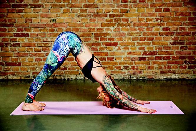 Yoga-Mama und Buchautorin Jelena Lieberberg MOMazing Mama Mami Yoga Blog