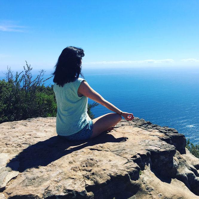 Yoga Nidra und Meditation sind für Kathrin vom Mama Yoga Blog MOMazing die besten Mittel gegen Müdigkeit.