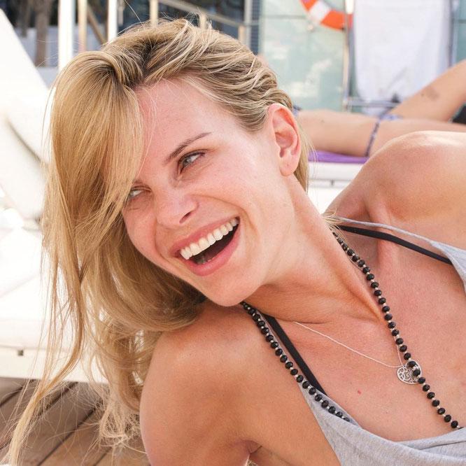 Yogalehrerin und Yoga-Mama Miriam Langenscheidt im Interview mit dem Mama Yoga Blog MOMazing.