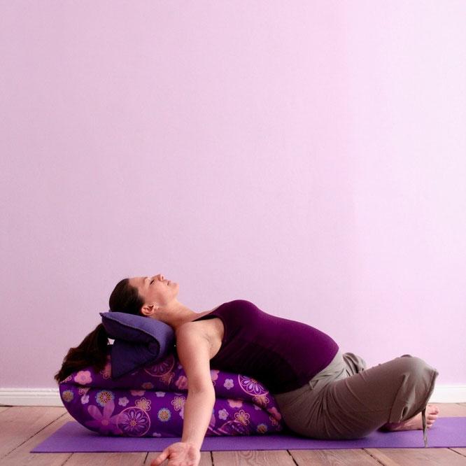 Pränanatl Prenatal Pränatalyoga Prenatalyoga Schwangerschaft Schwangerschaftsyoga Entspannung Schmetterling Yoga Mama Mami Blog