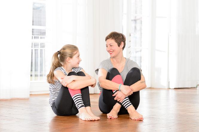 Andrea und Marisol Helten Yoga für dich und dein Kind Eltern-Kind-Yoga Interview MOMazing Yoga Mama Mami Blog