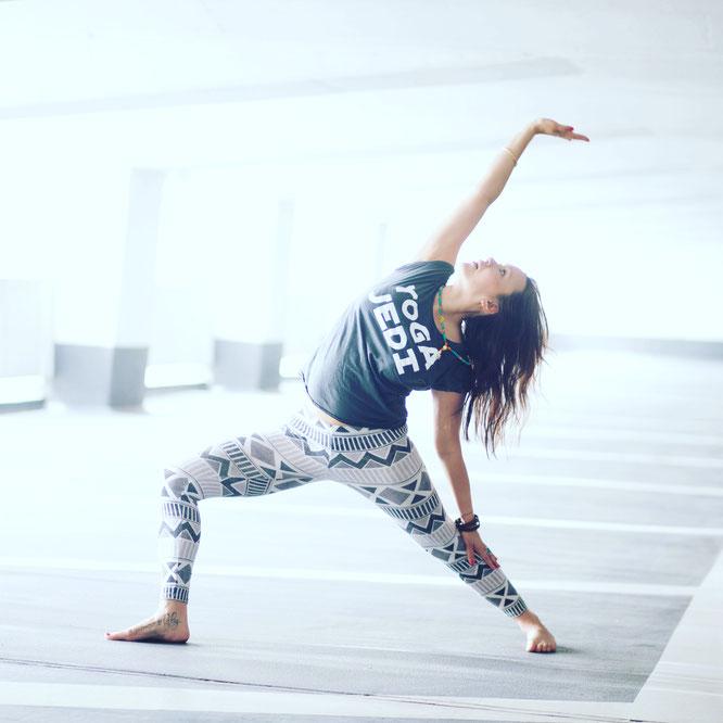 Yoga-Mama und Mantra-Sängerin Julia Elena MOMazing Yoga Mama Mami Blog Yogamama