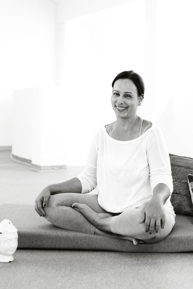 Sunita Ehlers Yogareich Räuchern MOMazing Mama Yoga Yogamama Blog