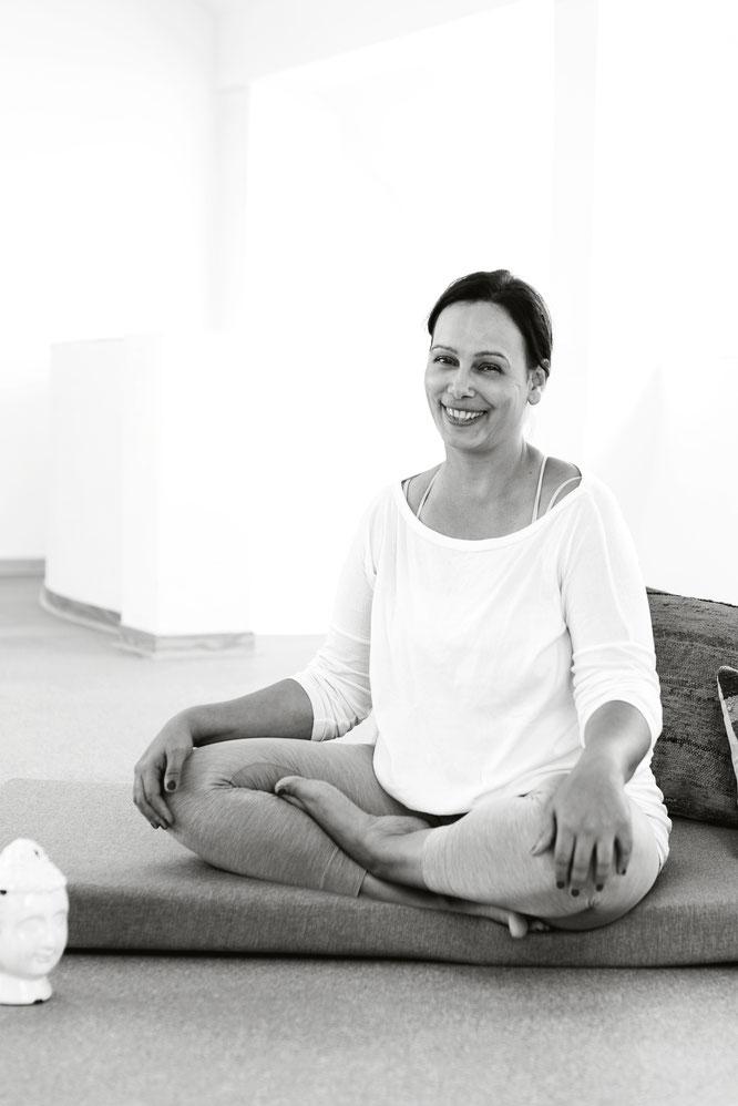 Sunita Ehlers beschreibt auf dem Mama Yoga Blog MOMazing, wie du mit Räuchern schlechte Stimmungen vertreiben kannst.