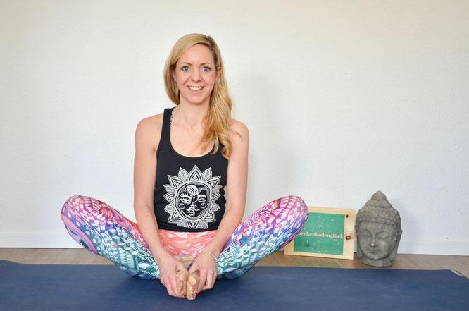 Expertin Henrike Albers verrät auf dem Yoga Mama Blog MOMazing Yoga Asanas und Übungen für deinen Beckenboden. #beckenbodenglück
