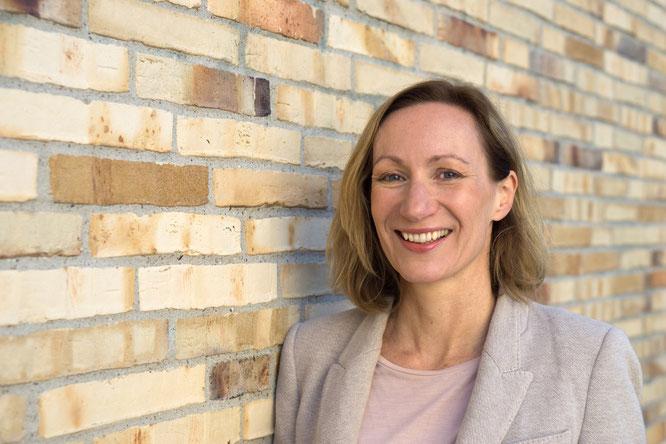 Keleya-App für die Schwangerschaft: Gründerin Sarah Müggenburg im Interview mit dem Mama Yoga Blog MOMazing.