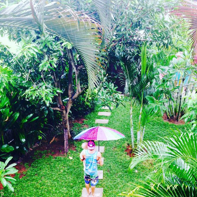 Regenzeit auf Bali. Elternzeit mit Baby auf Reisen in Bali. Yoga Mama Blog MOMazing.