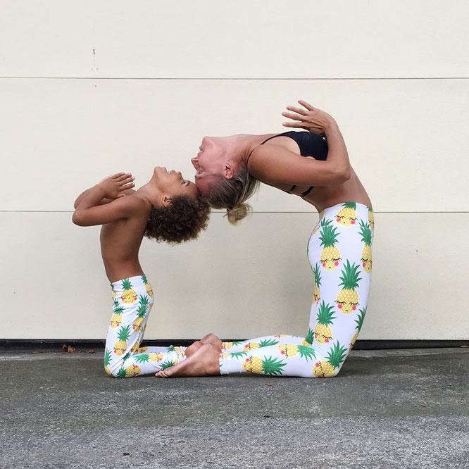 Yoga-Mama Josephine Jacob übes Mamasein, ihre deutschen Wurzeln und Yoga mit Kindern auf dem Yoga Mama Blog MOMazing.