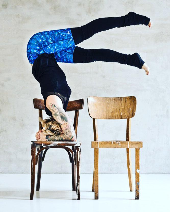 Umkehrhaltungen sind ihre Leidenschaft: Yogini Jelena Liebermann MOMazing Yoga Mama Mami Blog Yogamama