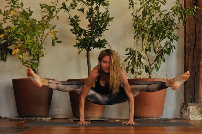 Jivamukti-Yogalehrerin und Yoga-Mama Miriam Langenscheidt im Interview mit dem Yoga Mama Blog MOMazing.