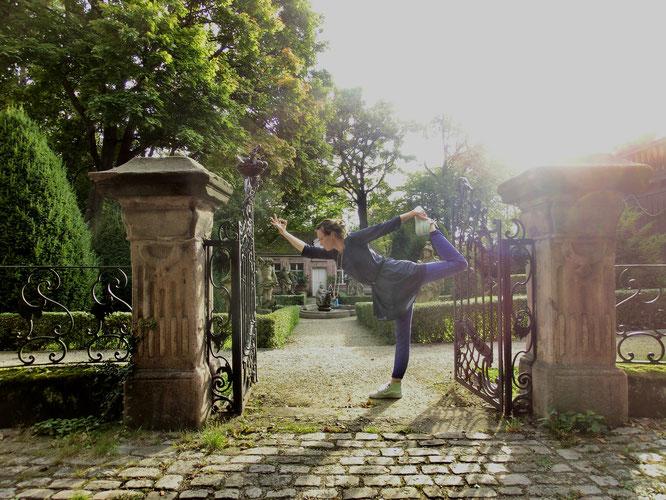 Meditation im Barock Garten: MOMazing City Guide Nürnberg - Städtetrips und Reisen mit Kind mit Tipps von Yogalehrerin Antje von Karma-Mama.