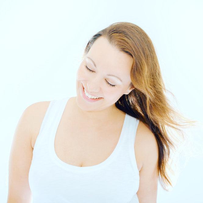 Yoga-Lehrerin Julia Elena im Interview mit dem Mama Yoga Blog MOMazing.