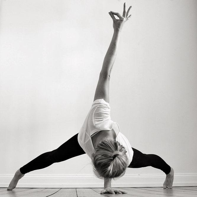 Yoga-Lehrerin und Mama Aneta Gäb MOMazing Yoga Mama Mami Blog Yogamama