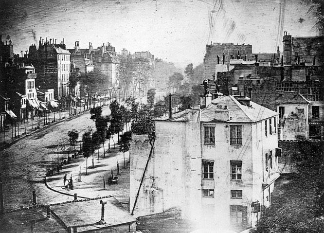 París, Boulevard du Temple, en 1838 realizada por Daguerre.