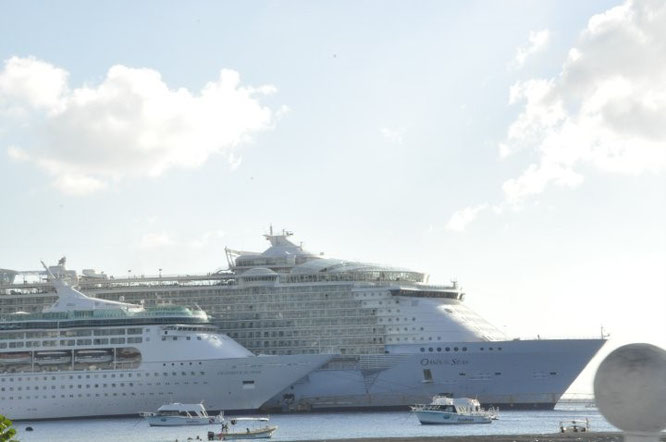 Grandeur of the Seas vs Oasis of the Seas