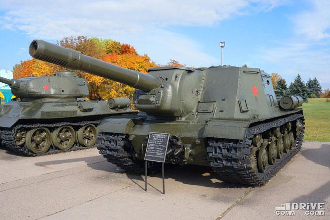Тяжёлая самоходно-артиллерийская установка ИСУ-152. Выпускалась с 1943 по 1946 гг. Выпущено 2790 ед.
