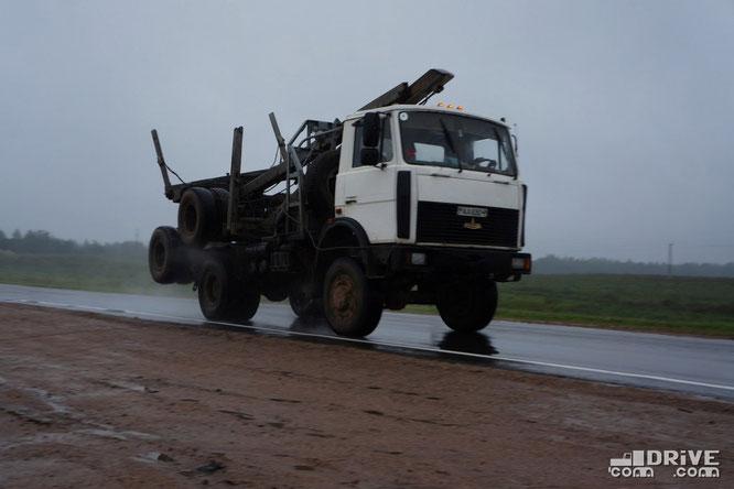 Лесовоз МАЗ-5434 с прицепом-роспуском в транспортном положении. Трасса Полоцк-Витебск. 27/08/2012