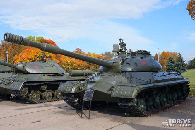 Тяжелый танк Т-10. Производился с 1953 по 1966 гг. Выпущено около 8000 ед.