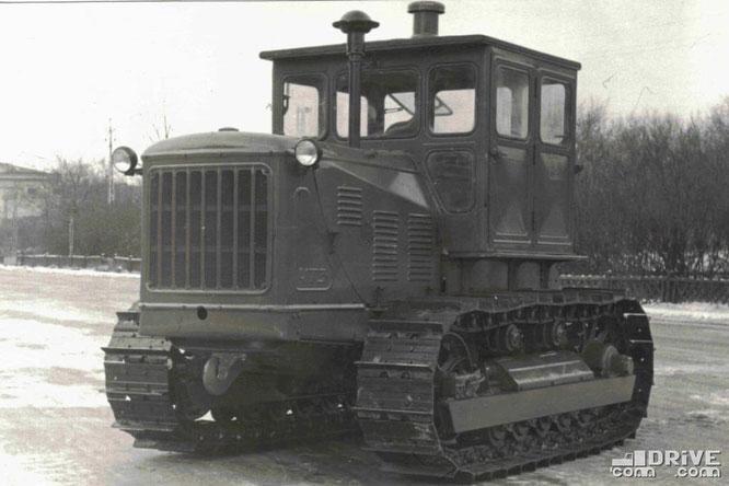 Гусеничный трактор Т-108. Фото архивное