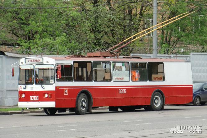 Троллейбус ЗИУ-682Г-016 (Г0М) выпуска 2001 года, переоборудованный в учебную машину в 2009 году. Москва. 04/05/2010