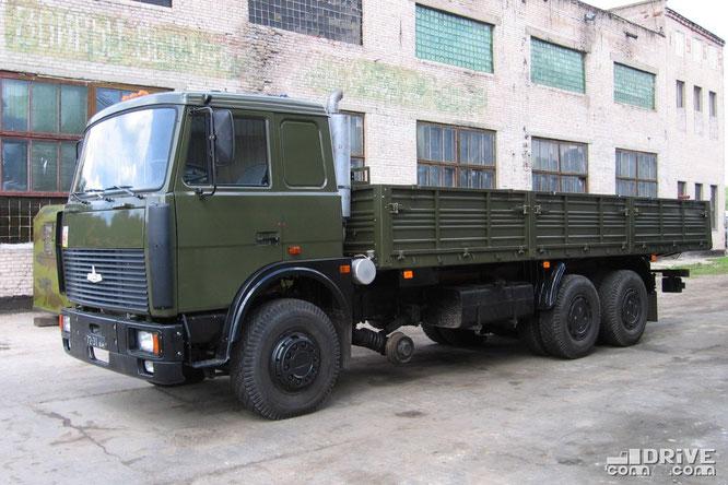 Автомобиль спецназначения МАЗ-630305-020 с железнодорожным ходом 6159-10000. Фото Сергея Филиппова