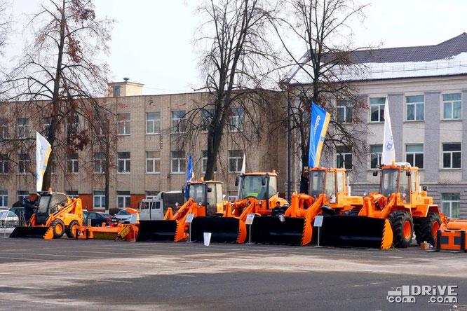 """Экспозиция """"Амкодор"""" перед заводоуправлением МАЗ. 26/01/2017"""