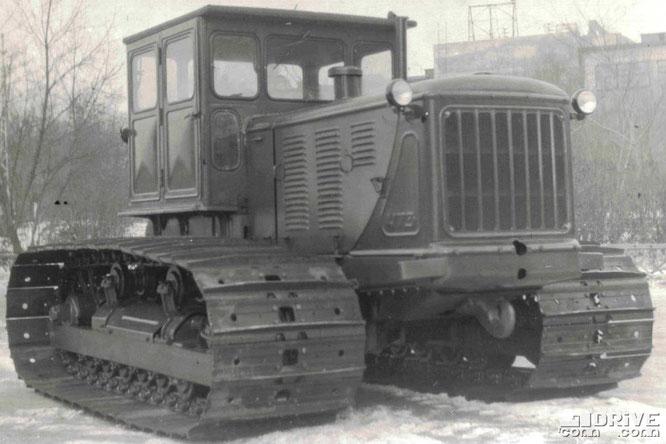 Гусеничный трактор Т-100МБ. Фото архивное
