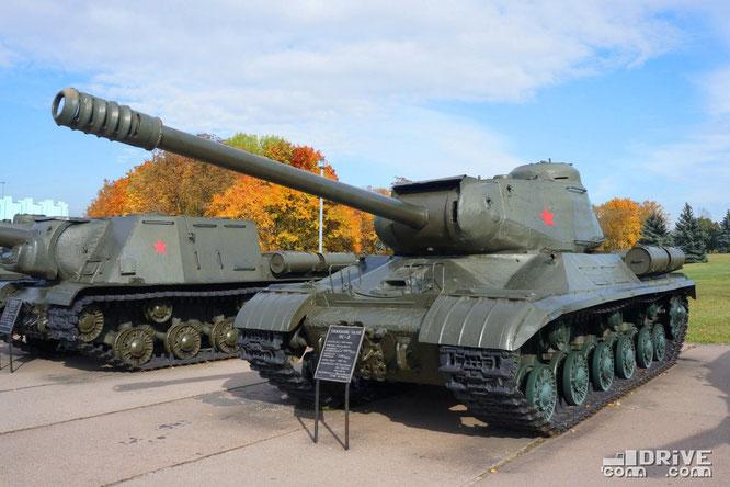 Тяжелый танк ИС-2 производился с 1943 по 1945 гг.