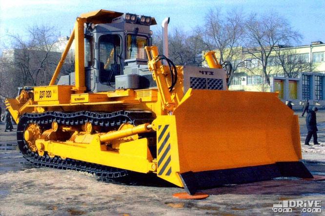 Гусеничный трактор ДЭТ-320-02Б2П. Фото производителя