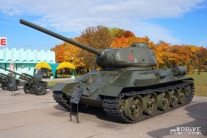 Средний танк Т-34 с 85-миллиметровой пушкой ЗИС-С-53. Выпускался с 1943 по 1950 гг.