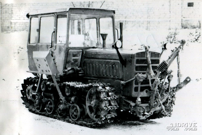 """Гусеничный трактор ДТ-75К (""""крутосклонный""""). Фото архивное"""