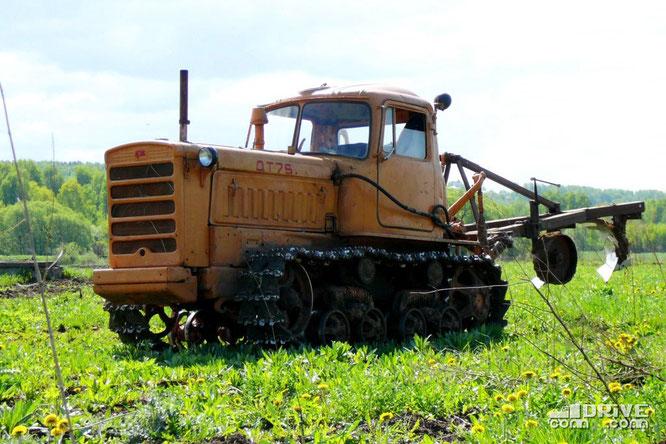 Гусеничный трактор ДТ-75. Окрестности Дмитрова. 18/05/2009
