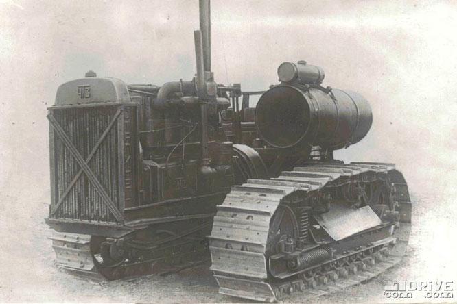 """Гусеничный трактор """"Сталинец-60"""" (С-60) - первая модель в истории ЧТЗ. Фото архивное"""