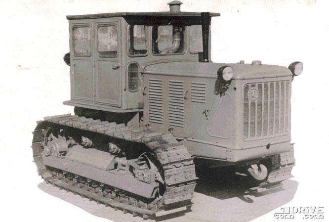 Гусеничный трактор С-100. Фото архивное
